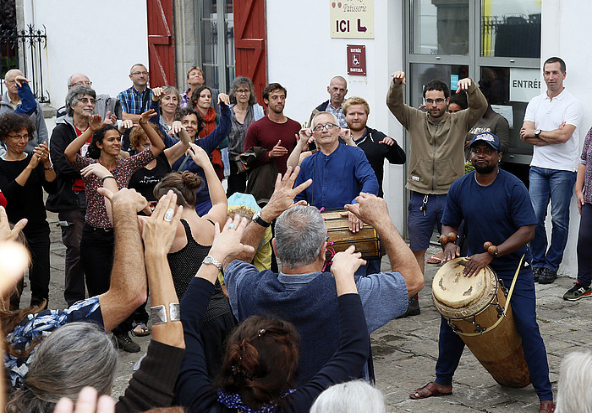 Beñat Axiarik parte hartu zuen, besteak beste, Itsasuko osteguneko emanaldian, festibalaren lehen egunean. ©BOB EDME