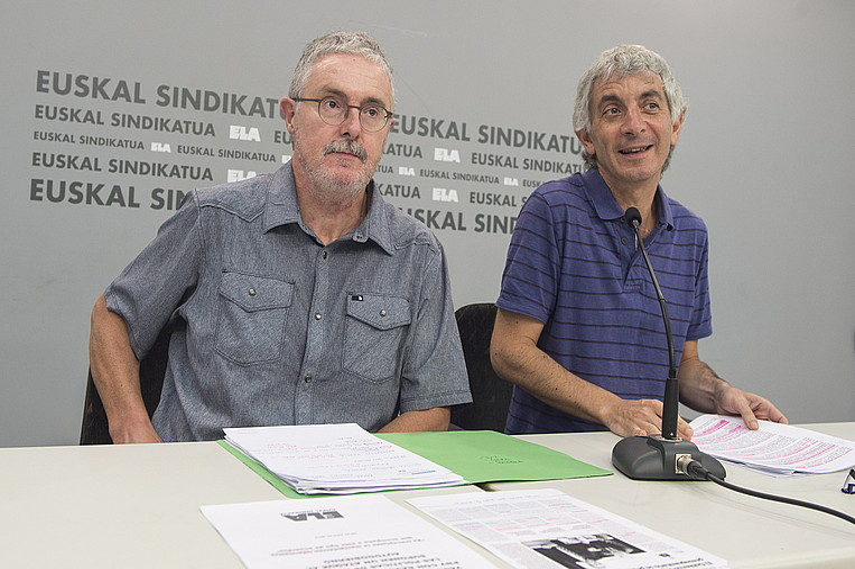 Adolfo Muñoz ELAko idazkari nagusia eta Mikel Noval ELAko gizarte politikako arduraduna, atzo, Bilbon.