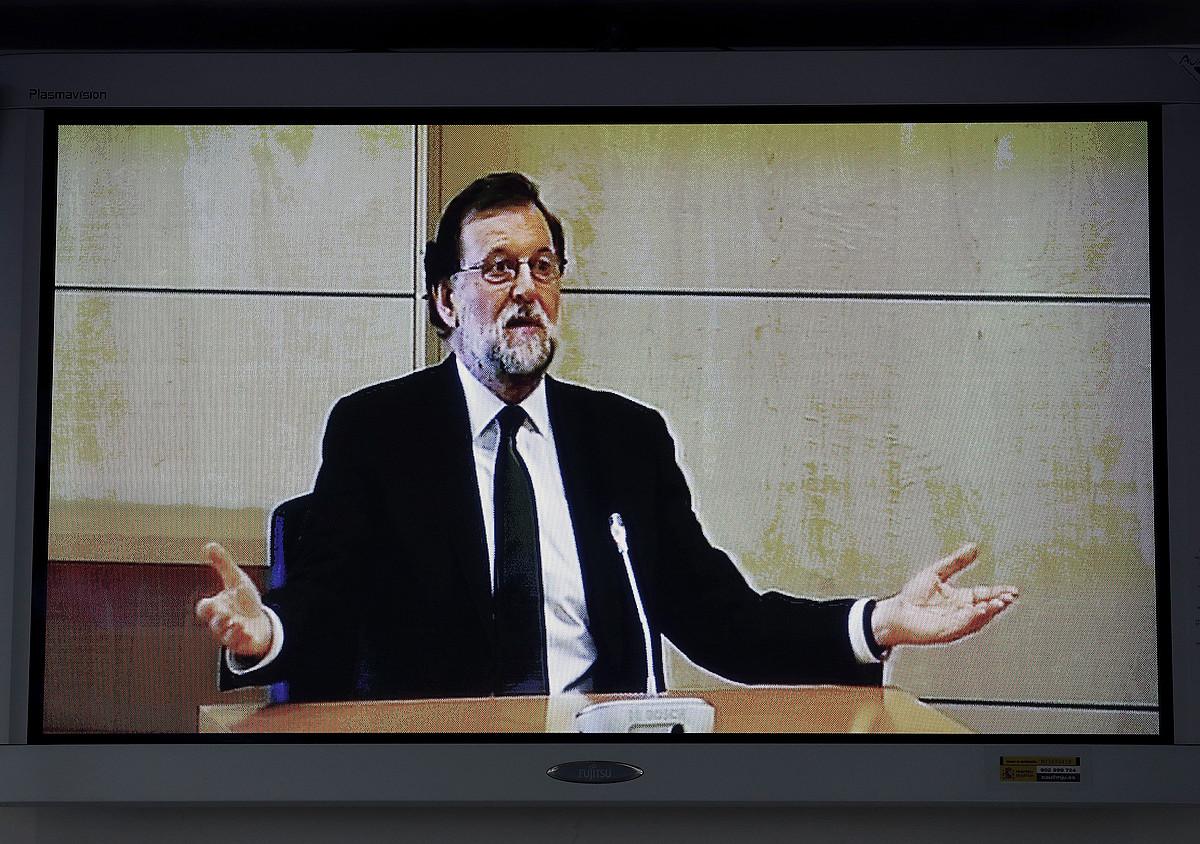Mariano Rajoy, Auzitegi Nazionaleko aretoko monitorearen bidez hartutako irudi batean, atzo.