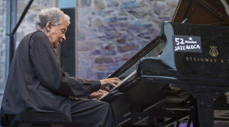 Abdullah Ibrahim piano jotzailea, Trinitate plazan, Donostiako 52. Jazzaldian. ©JON URBE / ARGAZKI PRESS