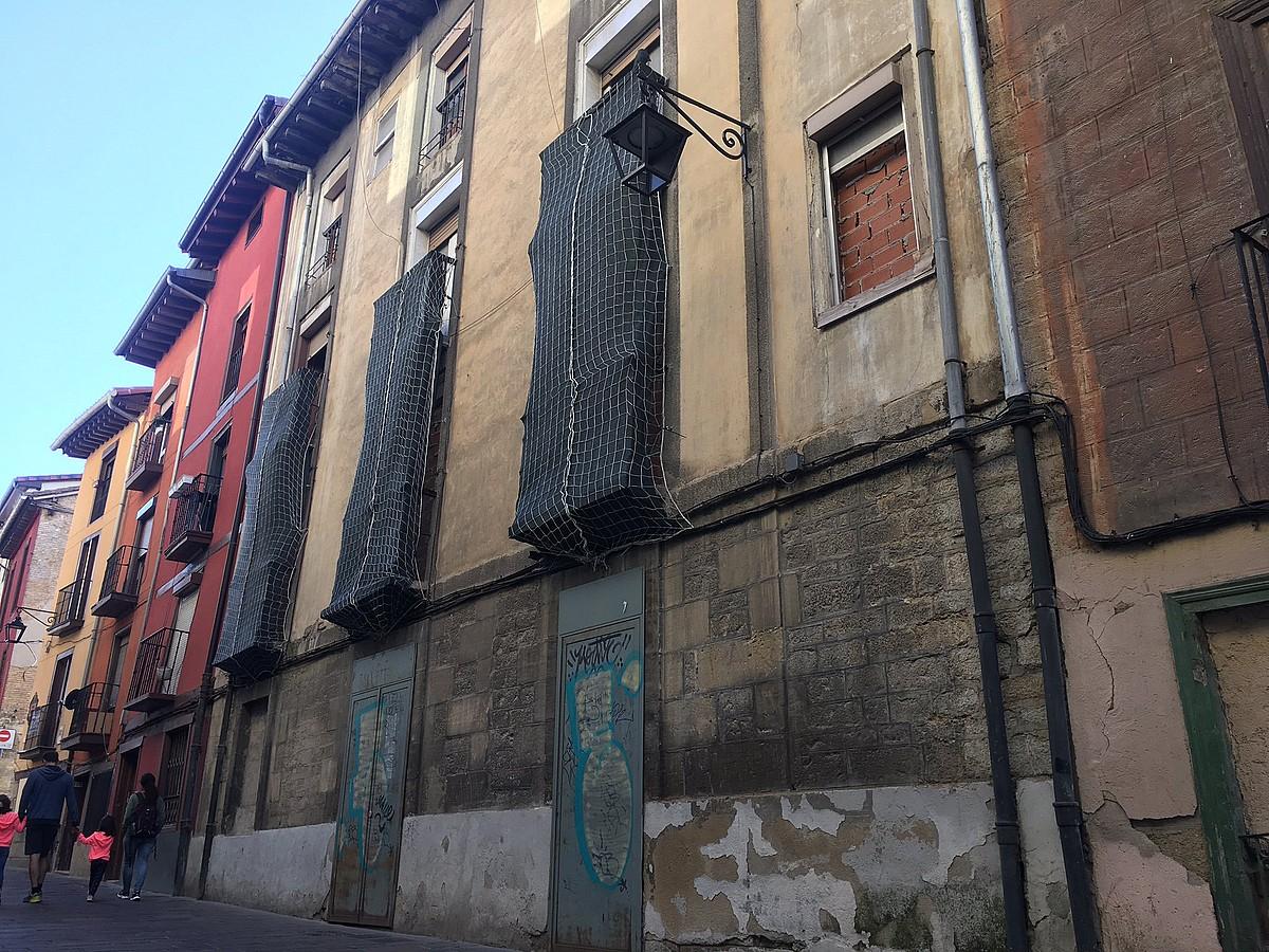 Gazteek Hedegile kalean okupatutako eraikina. ©HALA BEDI