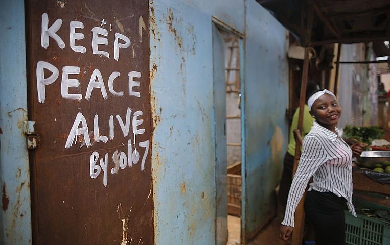Indarkeriaren beldurrari aurre egiteko, bake mezuak zabaldu dituzte Nairobin. ©DAI KUROKAWA / EFE