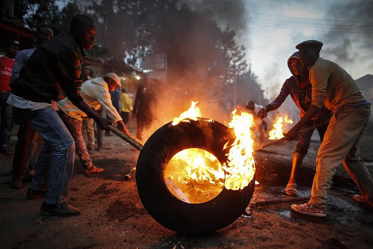 Oposizioak hauteskundeak iruzurra izan direla esan ostean, liskarrak izan dira Nairobin. ©DAI KURKOWA / EFE