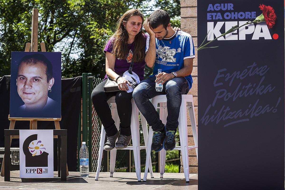 Kepa del Hoyo zena agurtzeko ekitaldia, abuztuaren 2an, Galdakaoko hilerrian. / ARITZ LOIOLA / ARGAZKI PRESS