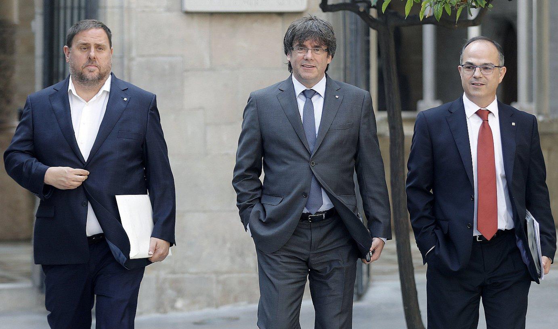 Junqueras, Puigdemont eta Turull atzo gobernuaren bileraren ondoren. ©ANDREU DALMAU / EFE
