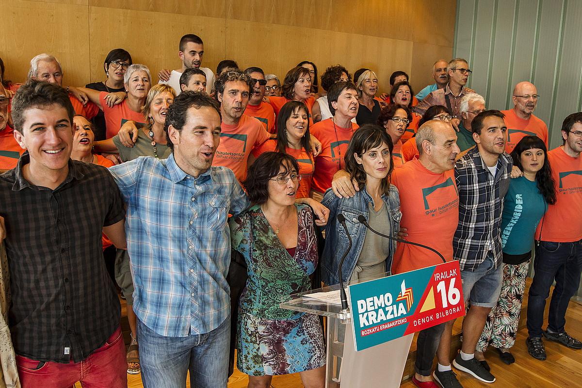 Gure Esku Dago-ko kideek mobilizazioari buruzko xehetasunak eman zituzten atzo. / ARITZ LOIOLA / ARGAZKI PRESS