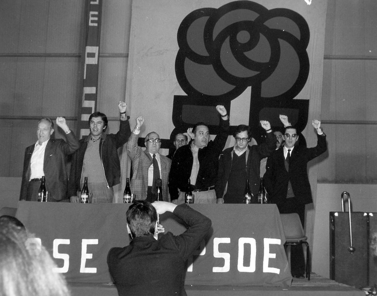PSEren I. Kongresua: irudian Rubial, Gonzalez, Redondo, Benegas eta beste ageri dira.