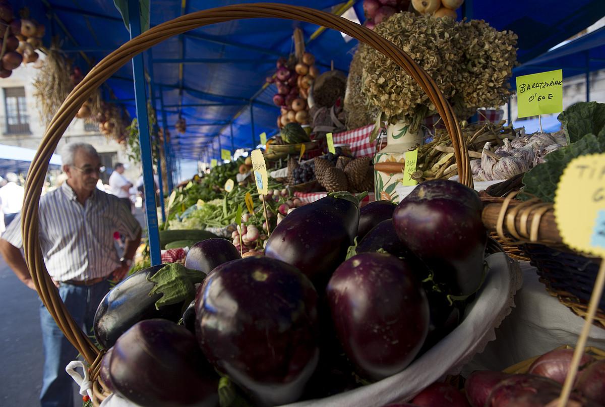 60 postu inguru egongo dira San Martin ferian. ©RAUL BOGAJO / ARGAZKI PRESS