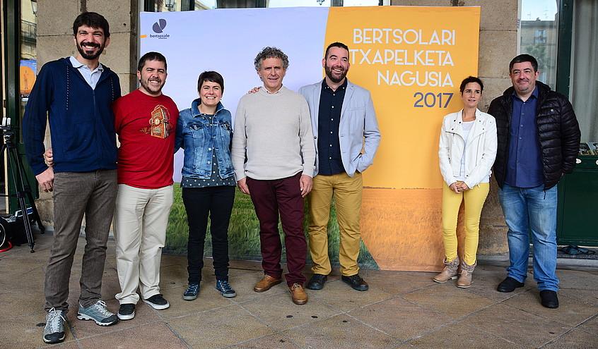 Euskal Herriko Bertsozaleen Elkarteko lurraldez lurraldeko lehendakariek aurkeztu dute aurtengo Bertsolari Txapelketa Nagusia.