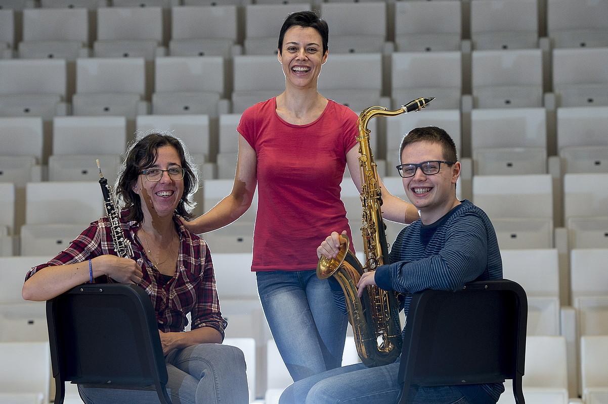 Irudian, Bea Monreal oboe jotzailea, Yolanda Campos musikagilea eta Sergio Eslaba saxofoi jotzailea. ©IÑIGO URIZ / ARP