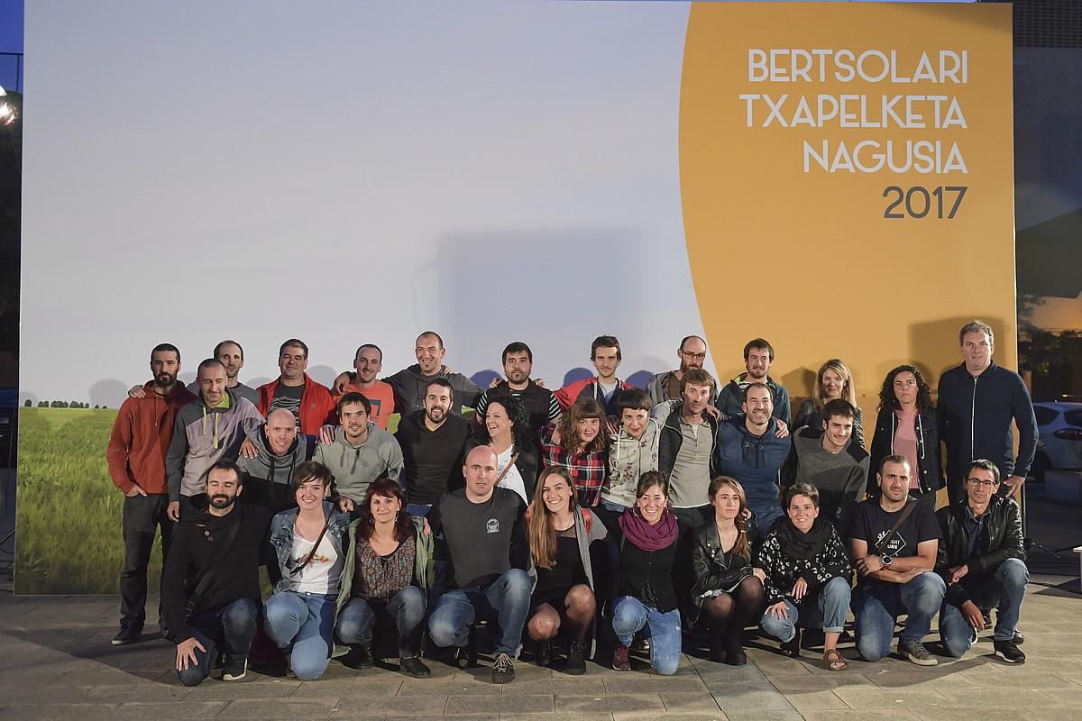 Bertsolari Txapelketa Nagusia aurkezteko ekitaldia egin zuten asteazkenean Villabona-Amasan (Gipuzkoa). Hantxe elkartu ziren, besteak beste, parte hartuko duten bertsolariak.