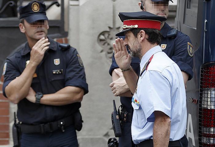 Ferran Lopez mossoen lurraldekoordinazioko arduraduna, atzo, bilerara iristen. / ANDREU DALMAU / EFE