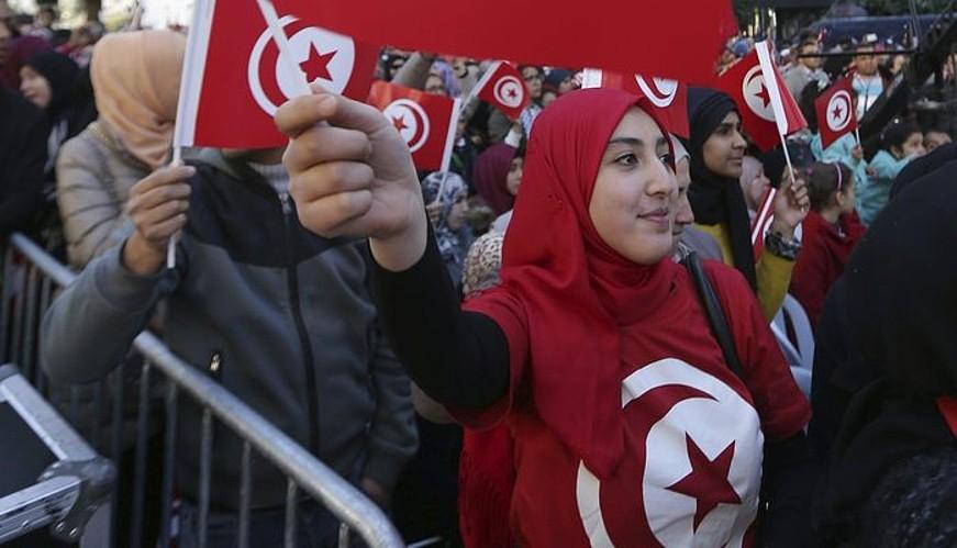 Hainbat emakume manifestazio batean, Tunisen. ©MOHAMED MESSARA / EFE