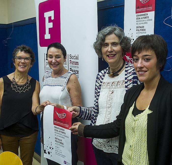 Teresa Toda, Jone Goirizelaia, Mari Luz Esteban eta Saioa Iraola, atzo, Bilbon.