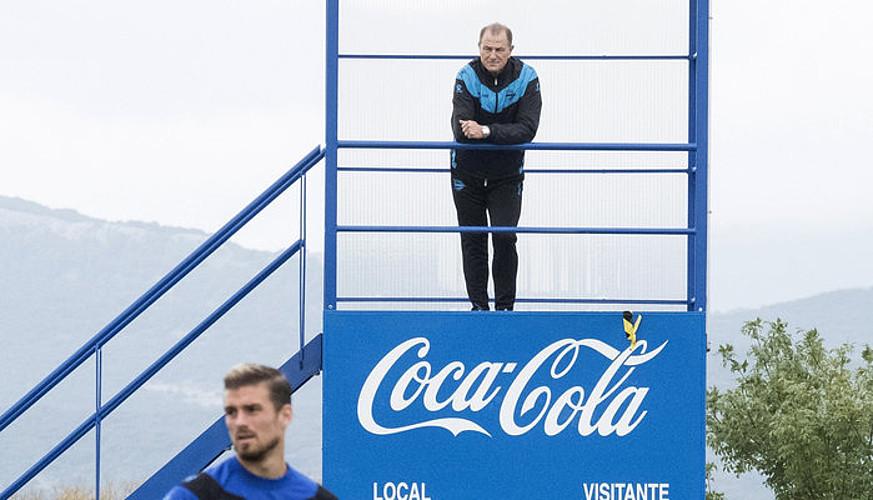Gianni De Biasi, markagailuan igota, aste honetako lan saio batean. ©A. R. H. / EFE