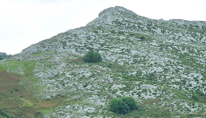Jorrios mendigune karstikoan barrena ibiliko gara. ©JOSEAN GIL-GARCIA