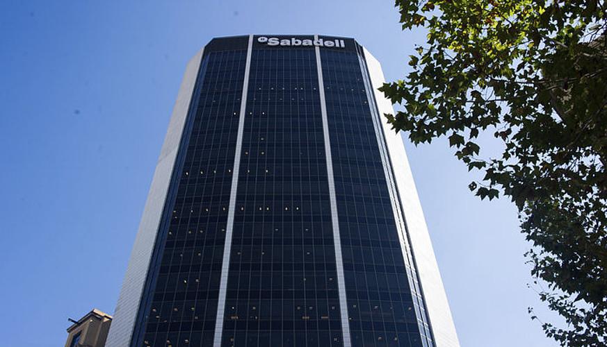 Sabadell bankuaren bulego nagusiak, Bartzelonan. / JOAN FONTCUBERTA / EFE