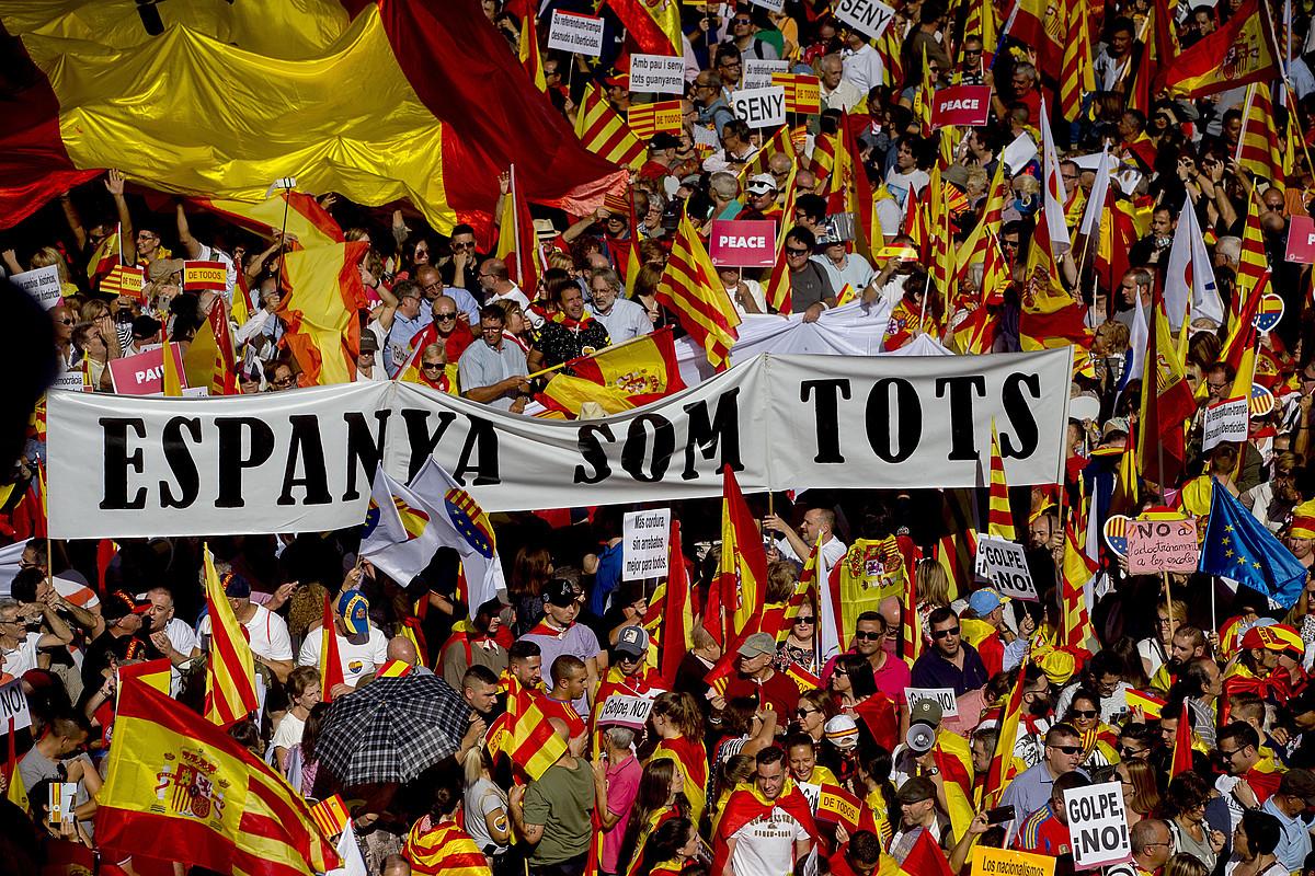 Kataluniako Gizarte Zibilak Bartzelonan deitutako manifestazio unionista, igandean. / QUIQUE GARCIA / EFE