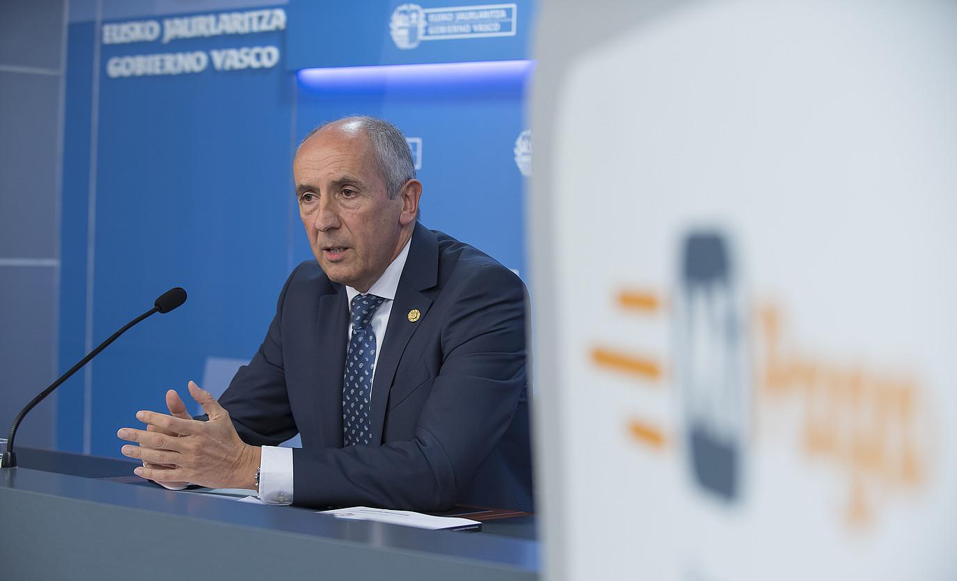 Josu Erkoreka Eusko Jaurlaritzako bozeramailea, atzo eguerdian. / MIKEL ARRAZOLA / IREKIA