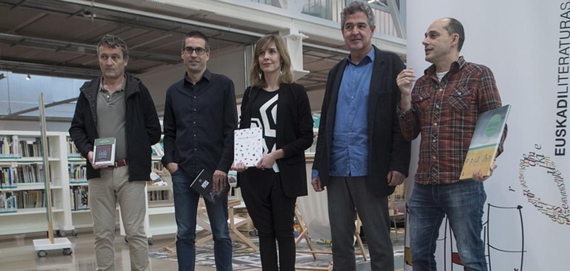 Matias Mujika, Ander Izagirre, Leire Bilbao, Joxean Muñoz eta Mikel Valverde, atzo, Donostiako Tabakaleran. ©JON URBE / ARGAZKI PRESS