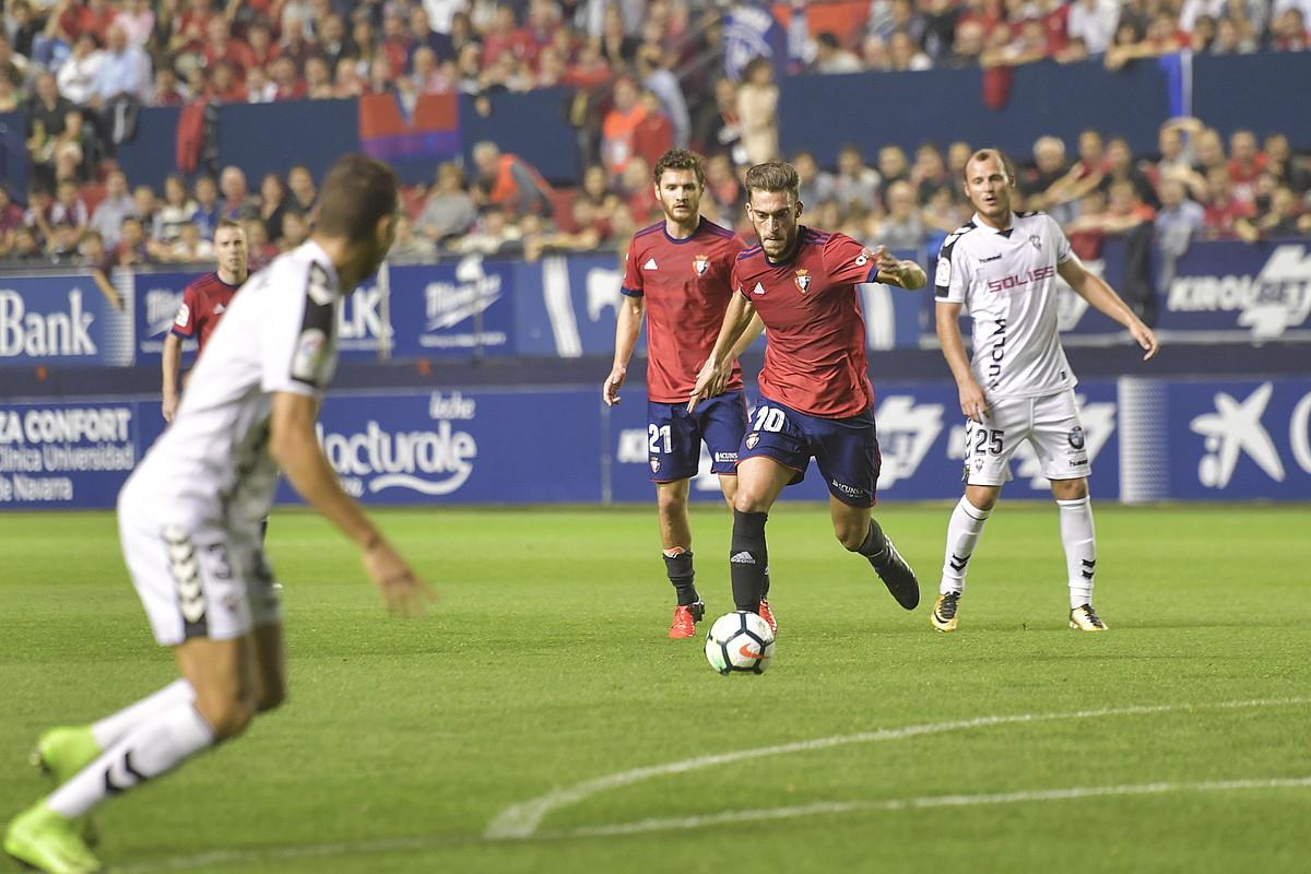 Roberto Torres, jaurtitzeko prest, atzo. ©IDOIA ZABALETA / ARGAZKI PRESS
