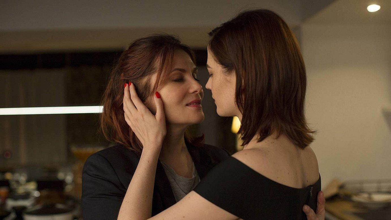 Emmanuelle Seigner eta Eva Green aktoreak, filmeko eszena batean.