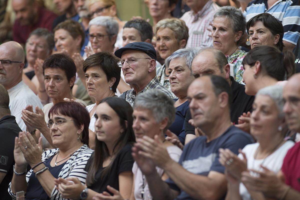Kantatutako bertsoa ikus-entzulearentzat sinesgarria izatea da bertsolariaren helburuetako bat. ©JUAN CARLOS RUIZ / ARGAZKI PRESS