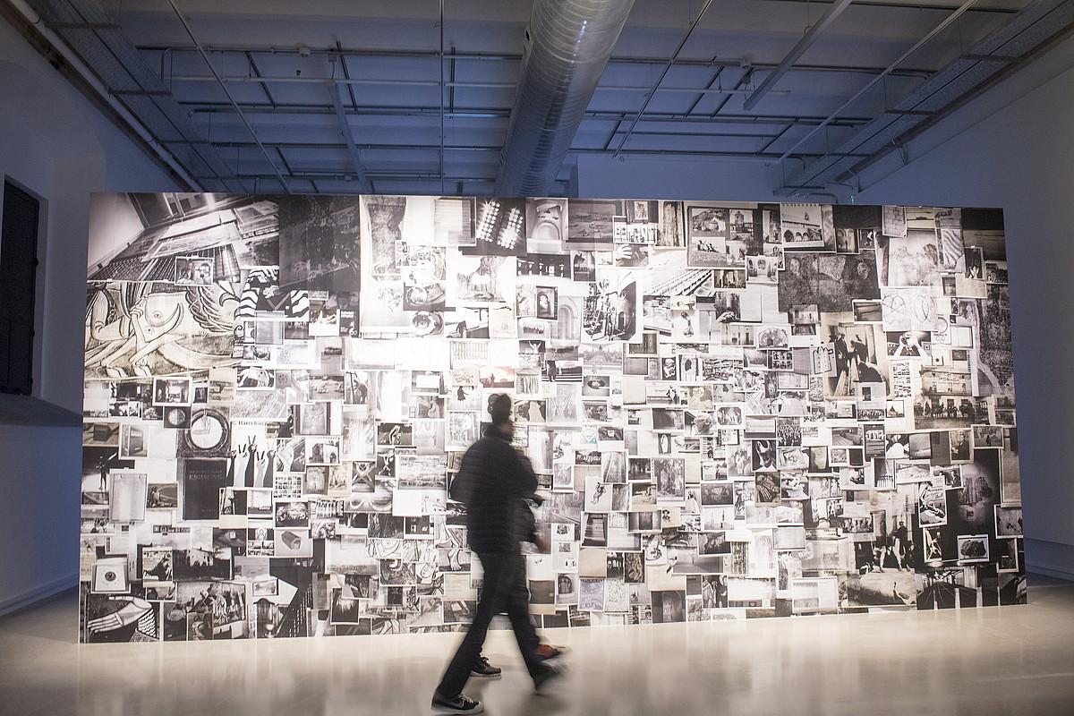 Adria Julia artistak <em>Hot Iron Marginalia</em> erakusketarako sortu duen argazki murala. &copy;JUAN CARLOS RUIZ / ARGAZKI PRESS