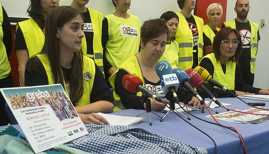 Mobilizazioen berri eman zuten atzo hiru sindikatuek. ©L. JAUREGIALTZO / ARGAZKI PRESS