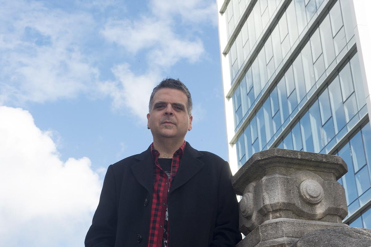 Rafa Rueda musikariaren bakarkako ibilbidean bosgarren estudioko diskoa da <em>Hiri kristalezkoa</em>.