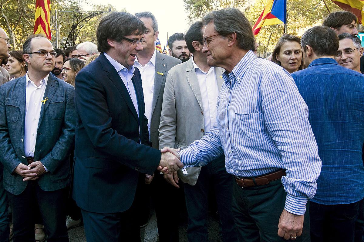 Carles Puigdemont eta Artur Mas, joan den urriaren 21ean, Bartzelonan.