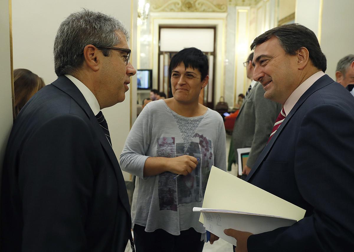Francesc Homs (PDECAT), Marian Beitialarrangotia (EH Bildu) eta Aitor Esteban (EAJ), Espainiako Kongresuan, urriaren 26an.