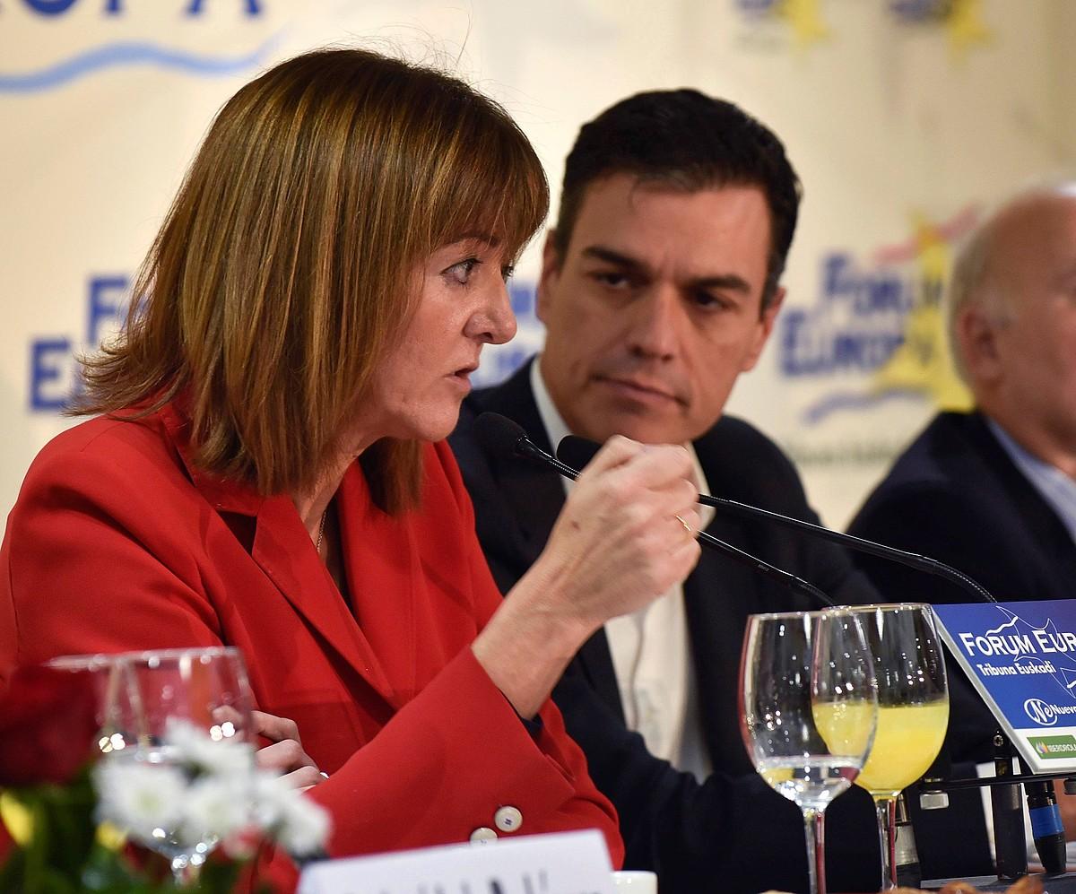 Idoia Mendia PSEko idazkari nagusia eta Pedro Sanchez PSOEkoa, atzo, Bilbon. ©MIGUEL TOÑA/ EFE