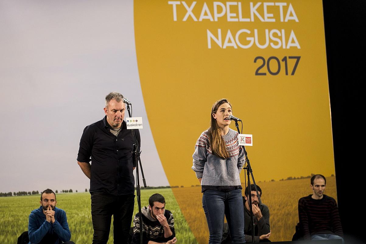 Jon Maia eta Nerea Ibarzabal, herenegun, Amurrion kantuan. / JAIZKI FONTANEDA / ARP