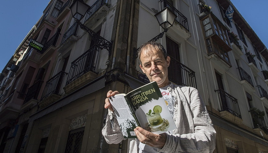 Jon Arretxek atzo aurkeztu zuen, Donostian, <em>Arrutiren banda</em> bere azkeneko eleberria. &copy;GORKA RUBIO / ARGAZKI PRESS