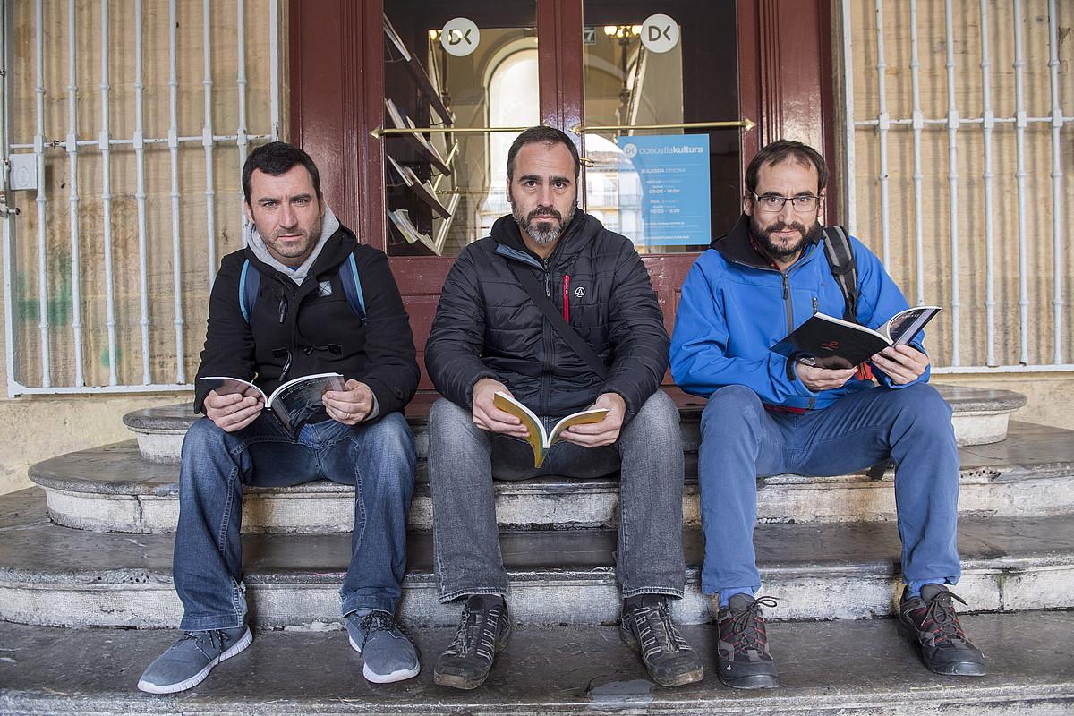 Aritz Gorrotxategi, Mitxelko Uranga eta Urt Zubiaurre, hilaren 22an Donostian egindako aurkezpenean. ©GORKA RUBIO / ARP