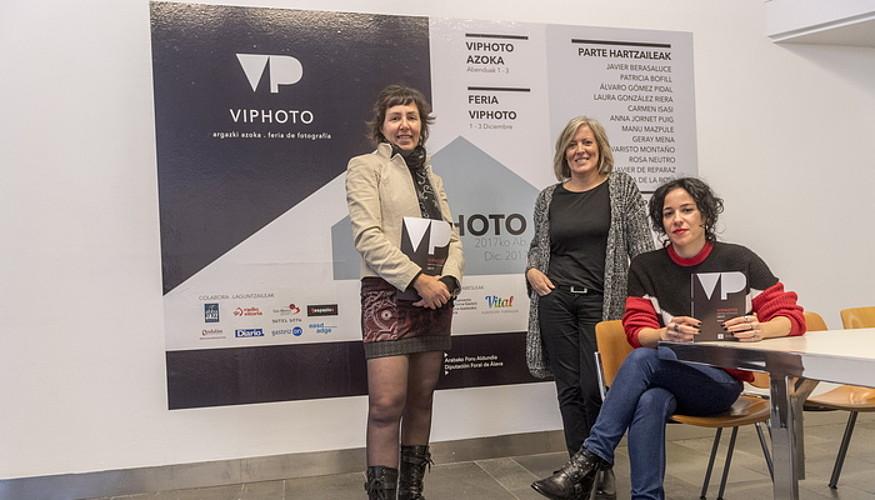 Antolatzaileak, atzo, Viphoto azokaren aurkezpenean. ©JUANAN RUIZ / ARGAZKI PRESS