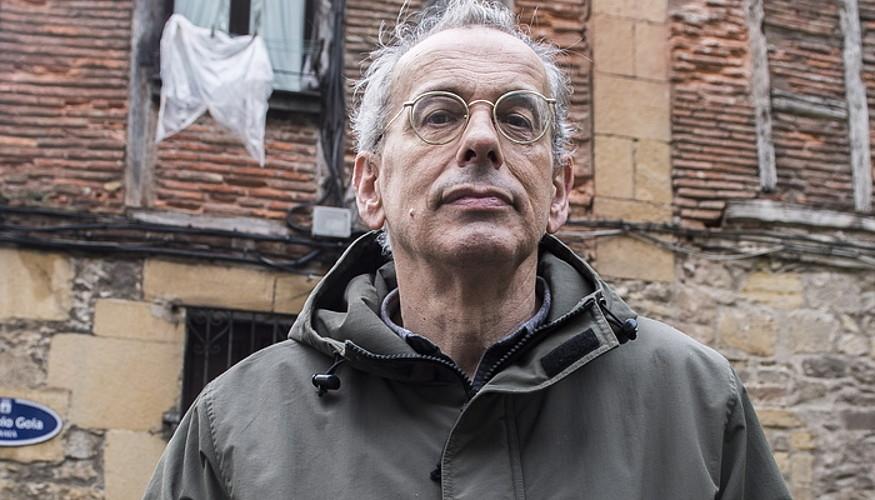 Xabier Montoia, atzo Donostian, <em>Hitzontziak</em> liburua aurkeztu aurretik.