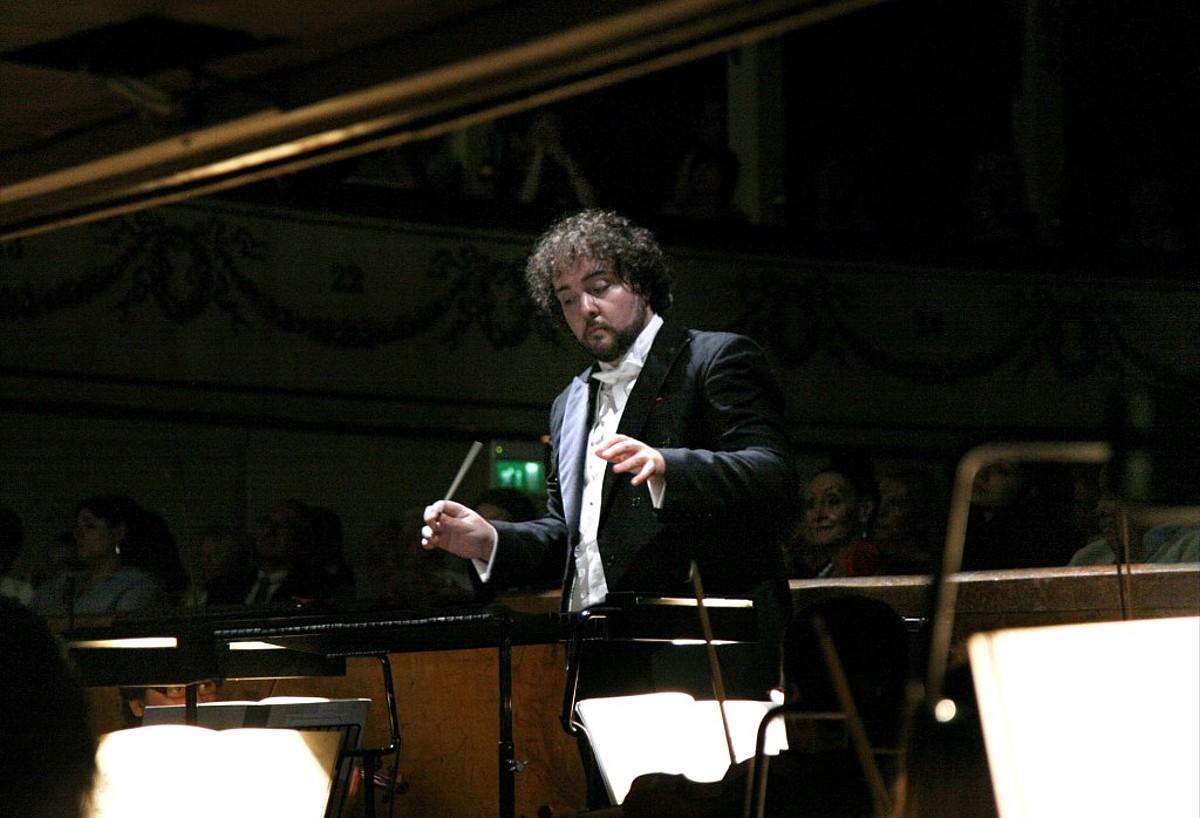 Jose Miguel Perez-Sierra orkestra zuzendaria. ©BERRIA