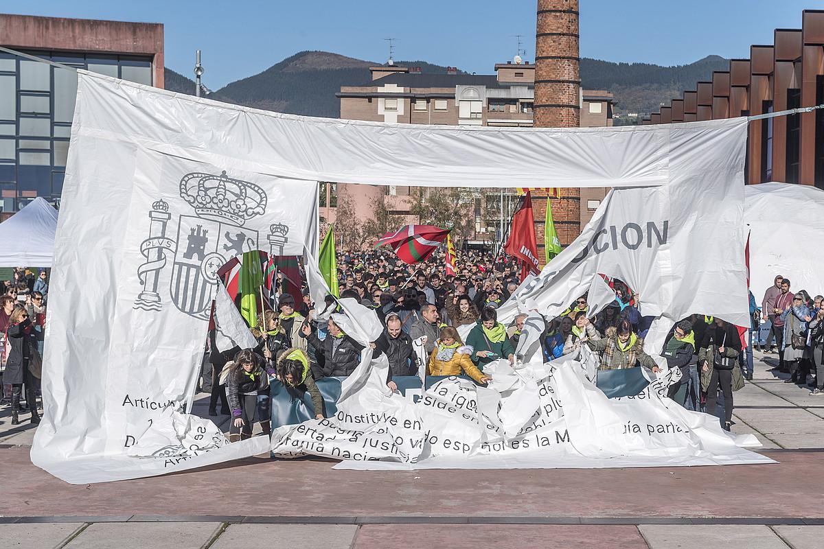 Independentistak antolatuta, manifestazio egin zuten atzo Durangon.
