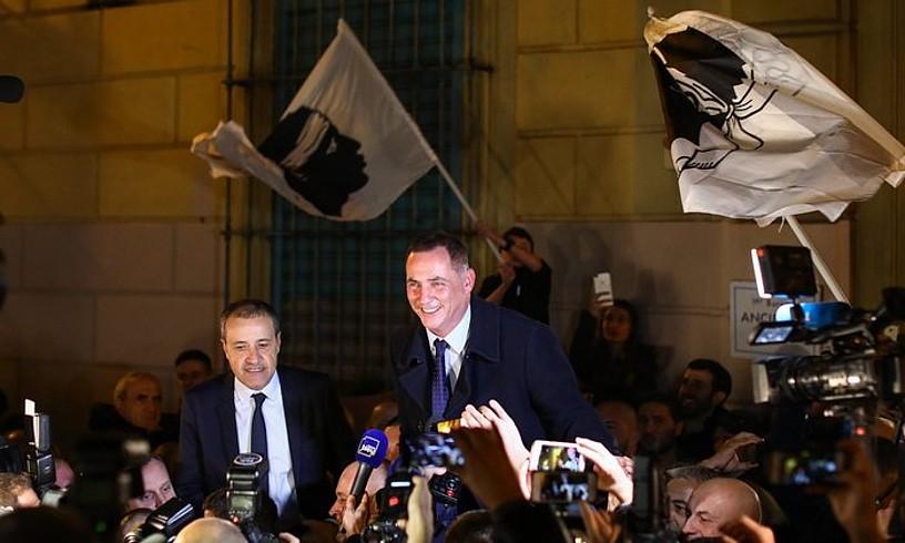 Parisekin «benetako elkarrizketa bat» nahi dute Korsikan