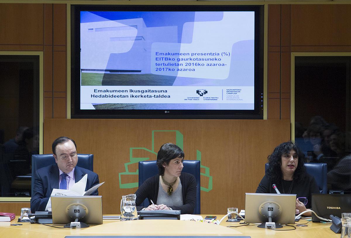 Arantza Gutierrez EHUko irakasleak agerraldia egin zuen, atzo, Eusko Legebiltzarrean.