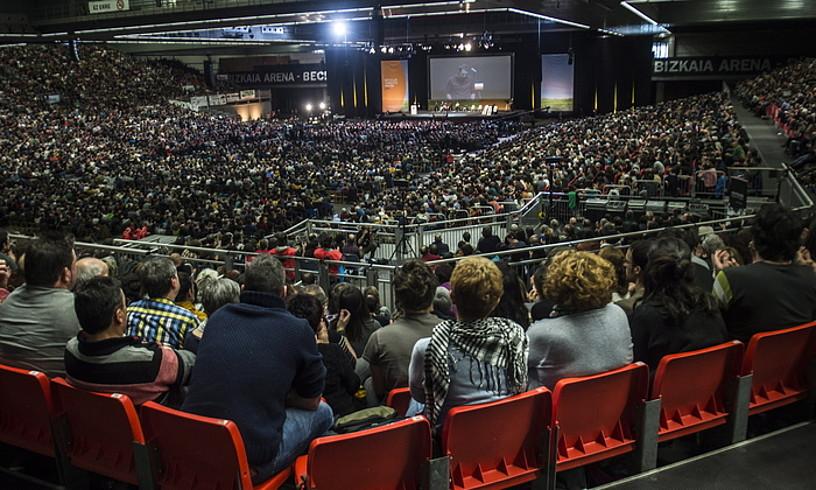 Ia 15.000 lagunek girotu zuten BECeko Bizkaia Arena, bertsoa ardatz izanik. / MARISOL RAMIREZ / ARGAZKI PRESS