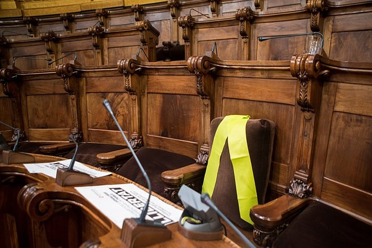 Joaquim Fornek Bartzelonako Udalean erabili izan zuen aulkia, xingola horiarekin, azaro hasieran. ©QUIQUE GARCIA / EFE