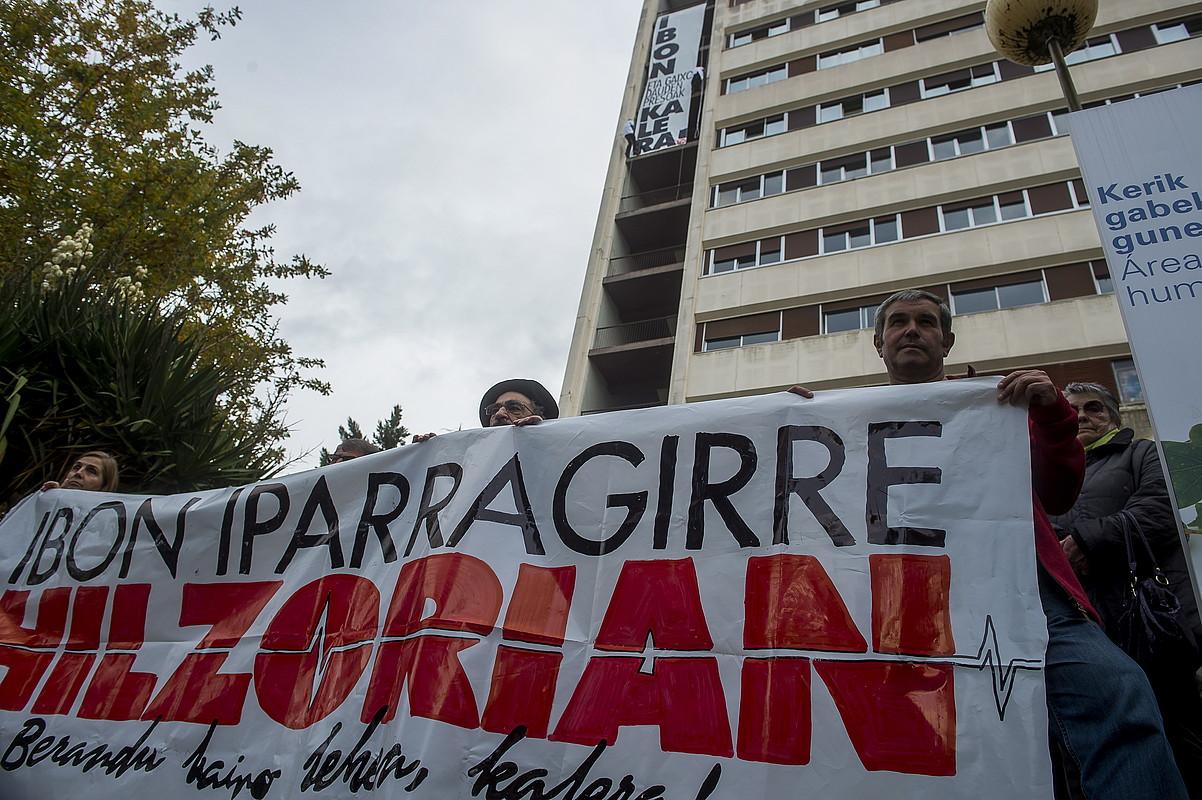 Ibon Iparragirreren aldeko mobilizazio bat, Galdakaoko ospitalean, azaroaren 24an.