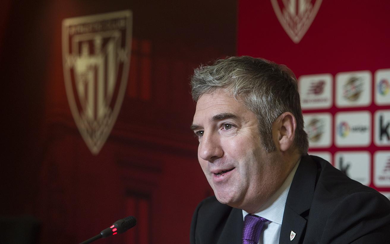 Josu Urrutia Athleticeko presidentea, atzo, Ibaigane jauregian egindako prentsaurrekoan.
