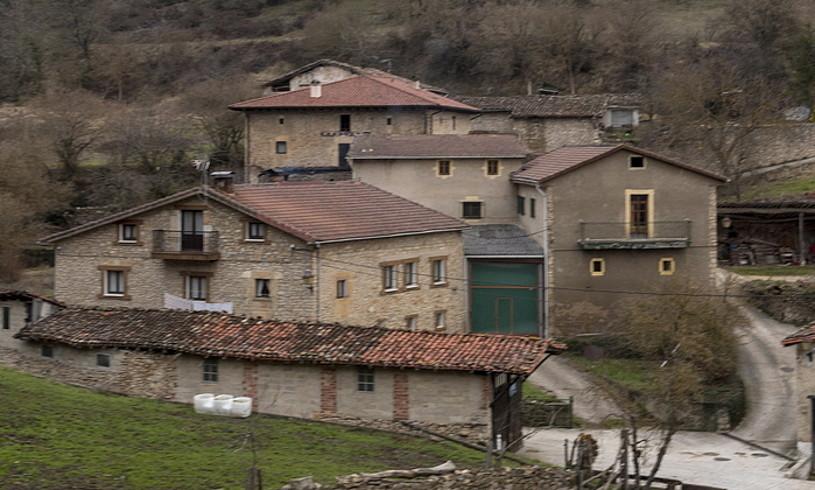 Herriguneak sakabanatuta egonda ere, herri txikien izaera du Gaubeak. ©JUANAN RUIZ / ARGAZKI PRESS
