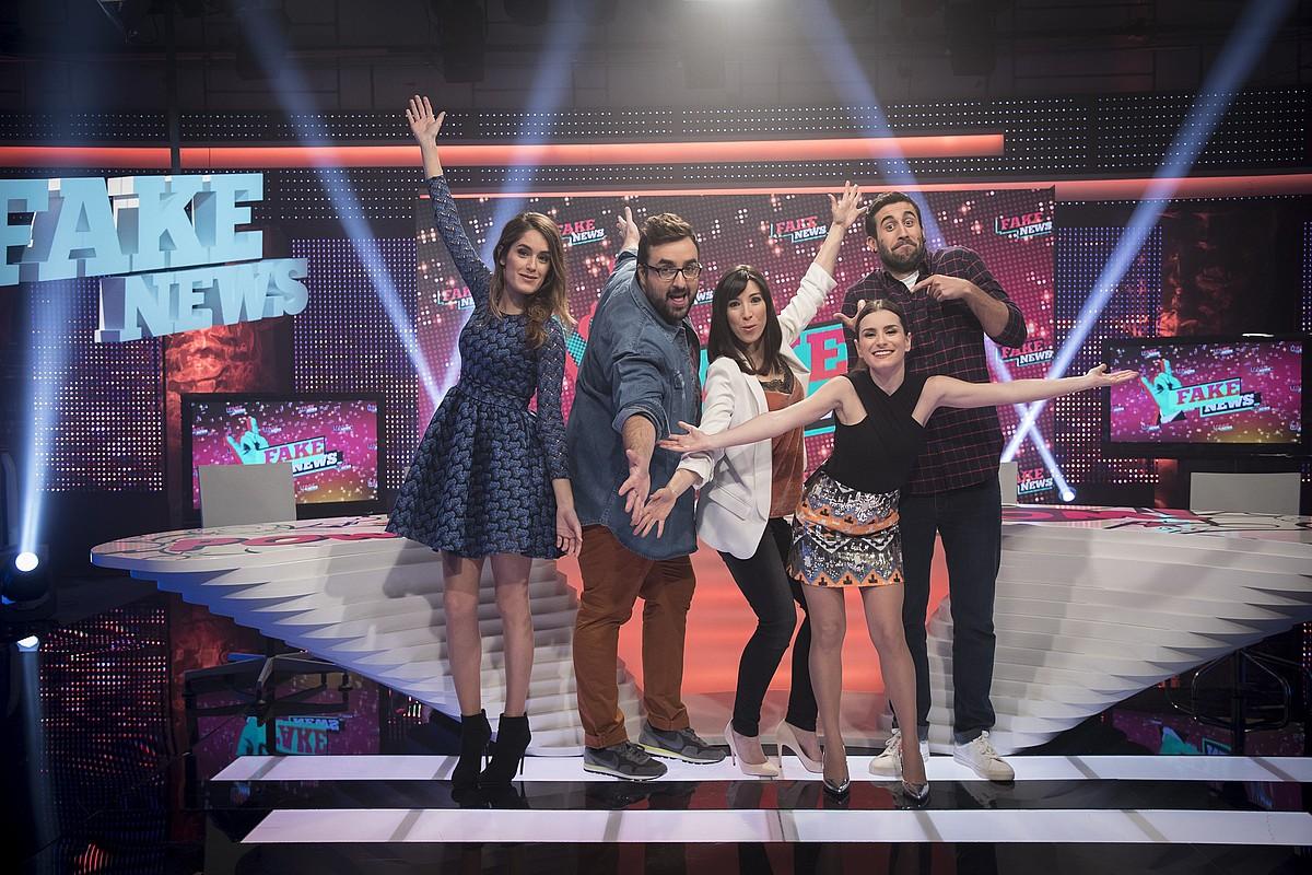 Maria Amolategi, Mitxel Santamaria, Alazne Etxeberria, Inma Fernandez eta Mikel Bermejo saioko aurkezleak.