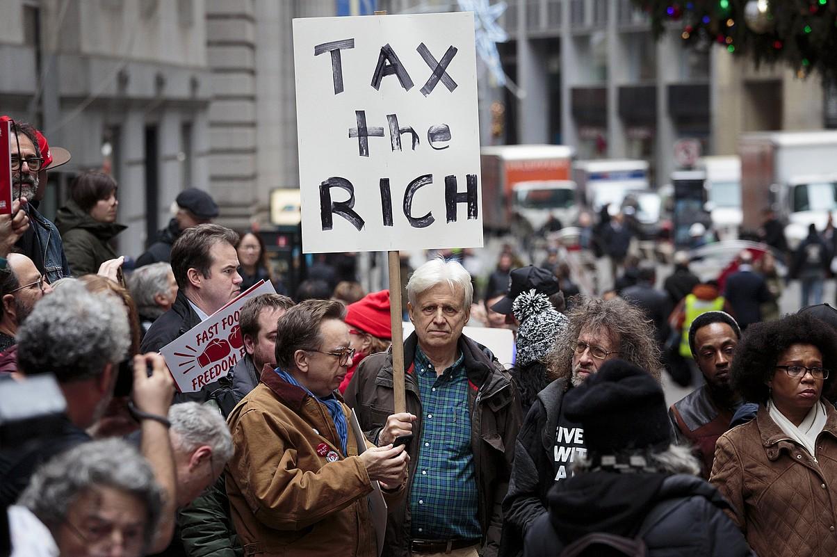 Zerga erreformaren kontrako manifestariak New Yorkeko finantza distritoan, joan den abenduan.