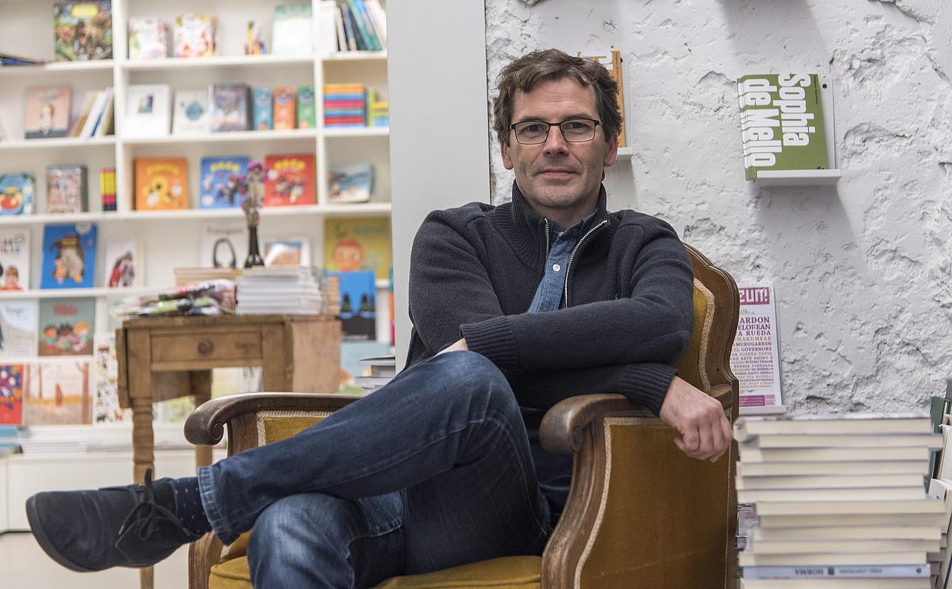 «Idazleek eraikitzen dute editorea; editoreak ezin du idazlerik sortu»